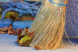 broom-5623025_640.jpg